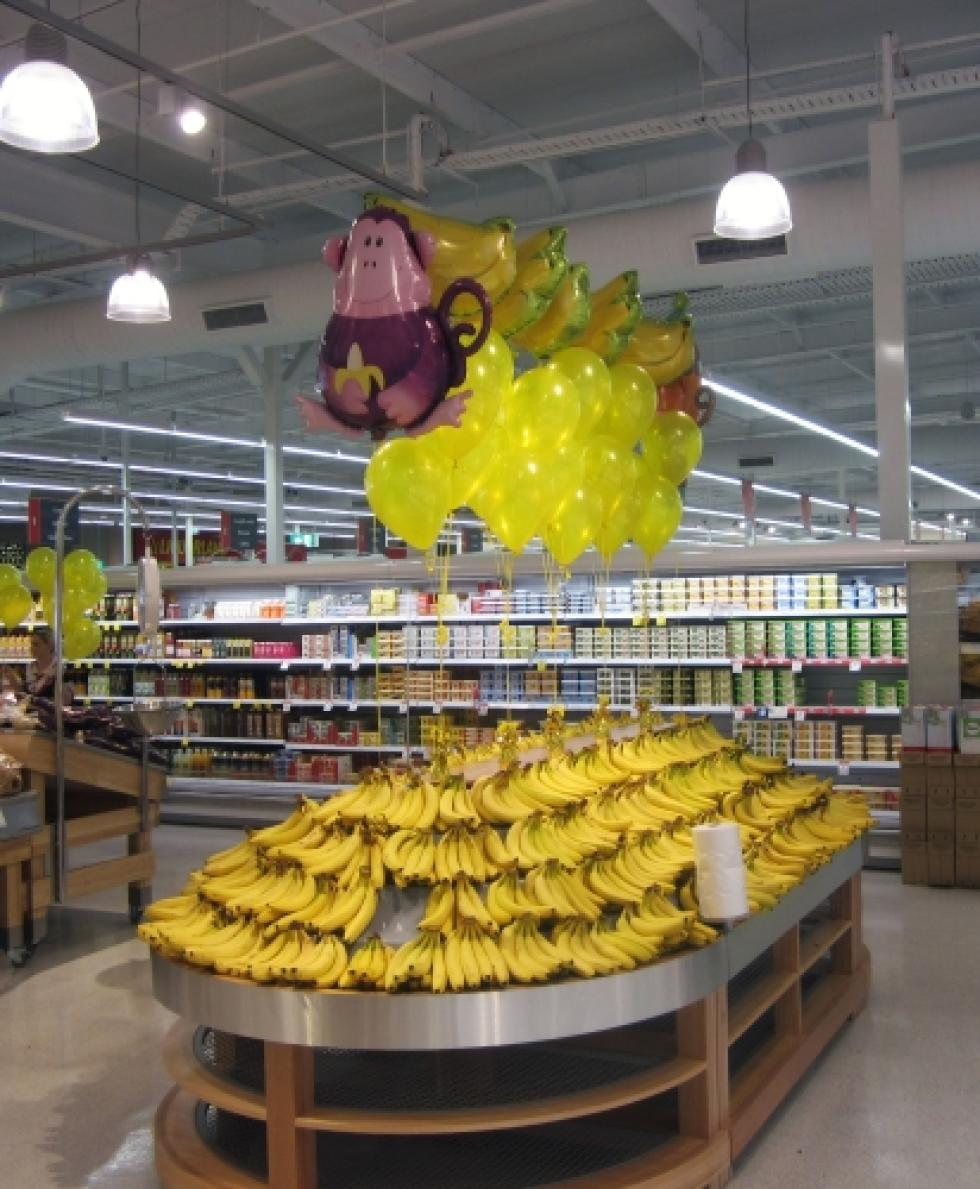 Banana Sale Promotion Balloon Display Coles WA | www.CorporateRewards.com.au