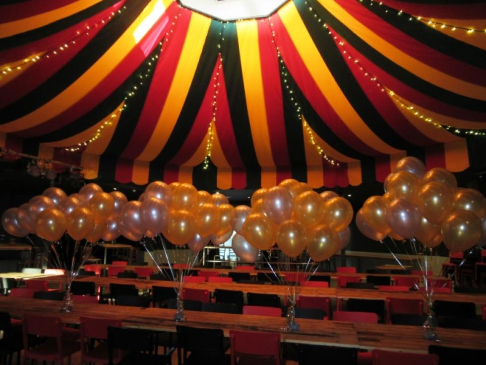 Metallic Gold & Silver Helium Latex Balloon Clusters Comedy Club, Little Creatures Next Door, Fremantle | www.CorporateRewards.com.au