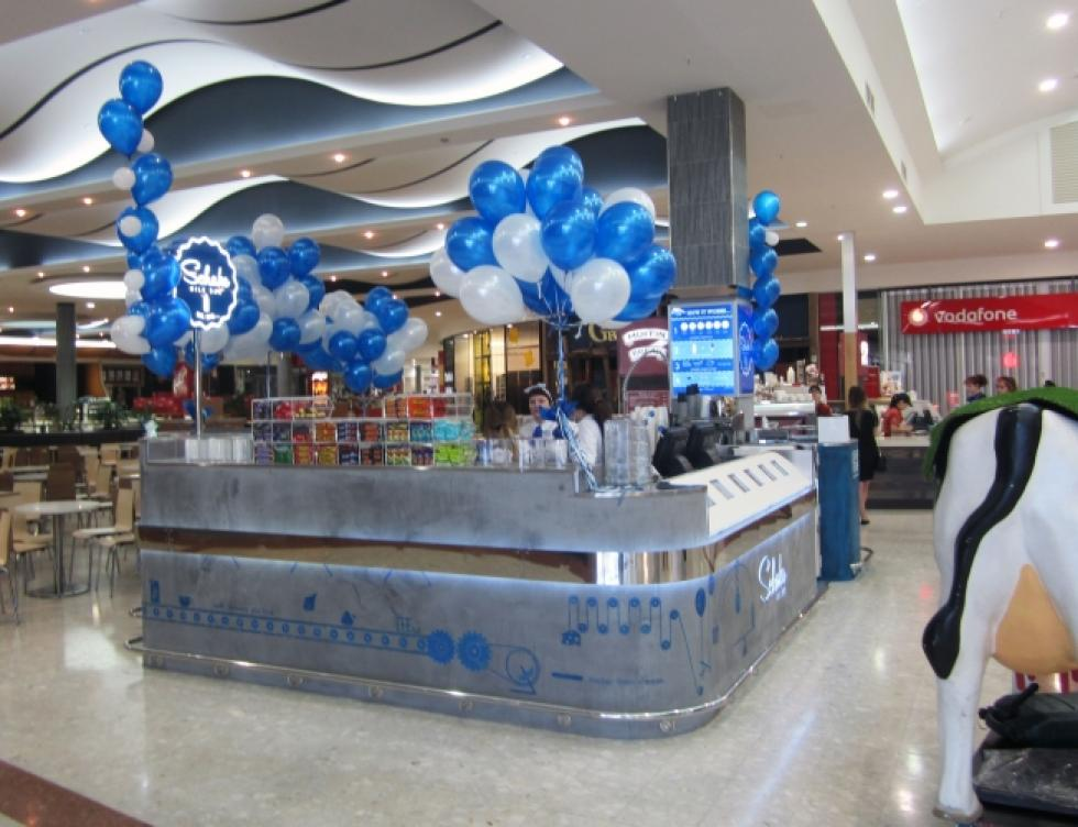 Food Court Kiosk Balloon Promotion Westfield Carousel Shopping Centre | CorporateRewards.com.au